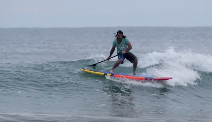 SUP surfing finless